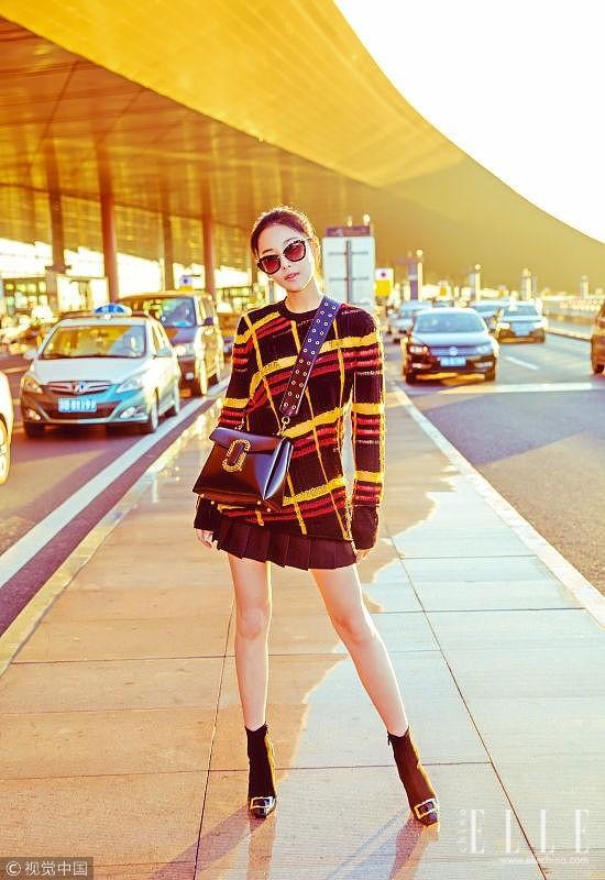 用一条百褶裙 让你的毛衣发光发热起来吧
