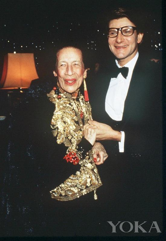 戴安娜·弗里兰和设计师伊夫·圣洛朗,图片来自Diana Vreeland Legacy。