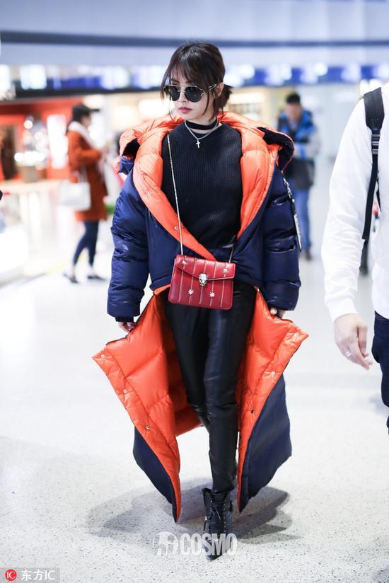 蔡依林身穿Versace 2017秋冬系列羽绒服
