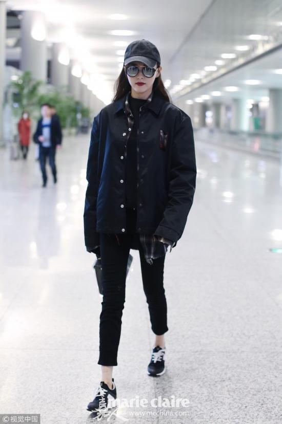 唐嫣告诉你 全身黑不是为了显瘦而是为了冬日扮酷