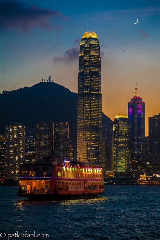 香港海上游 图片来源自500px.com