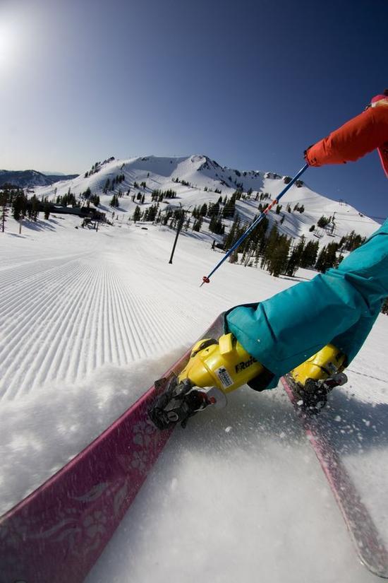 中级滑雪道 图片来源自twitter.com