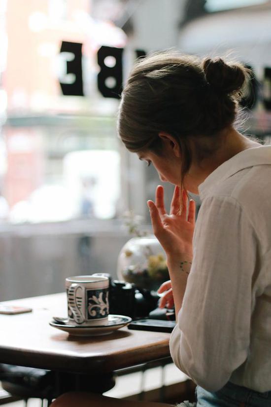 喝咖啡 图片来源自Designcollector