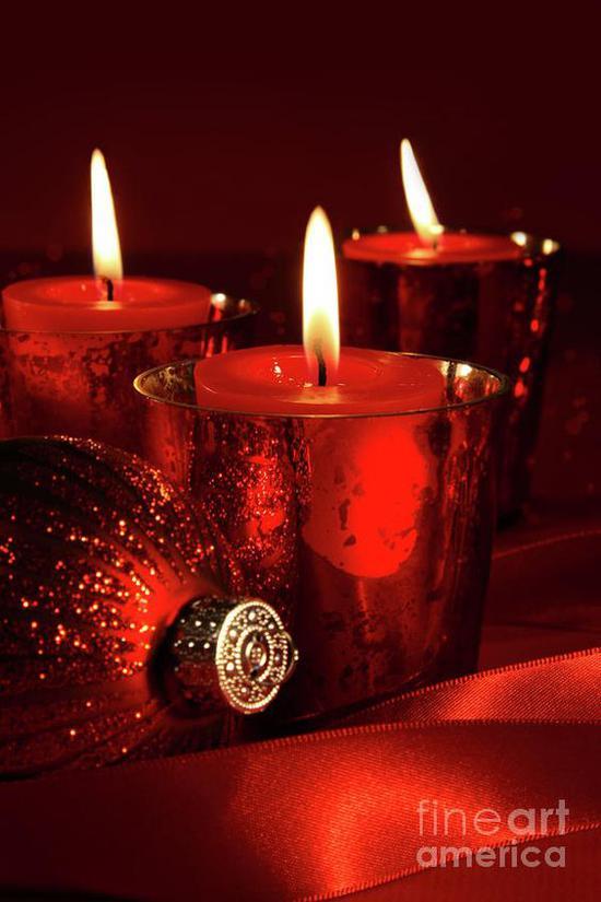 红色香氛蜡烛 图片来源自fineartamerica.com