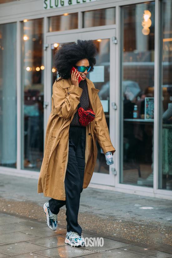 跟着时装周场外的潮人穿衣服,街头就是你的秀场
