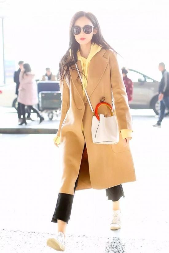 为什么这个冬天穿大衣羽绒都要配卫衣