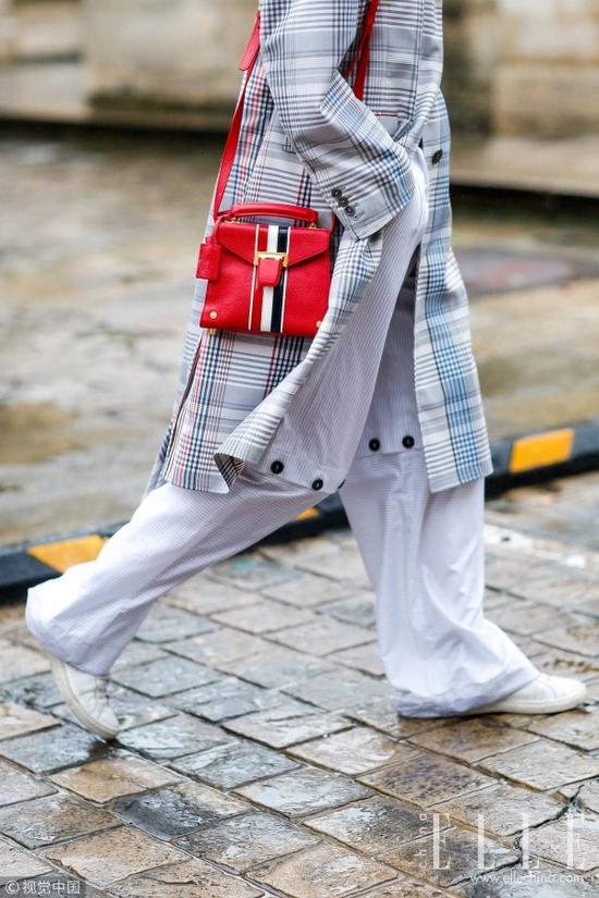 风衣+阔腿裤 时髦到走路带风