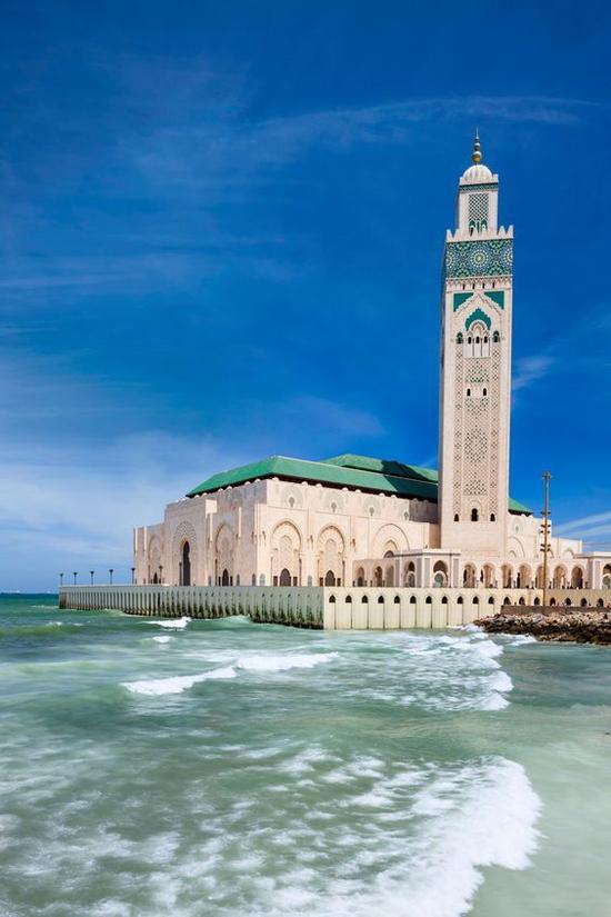 哈桑二世清真寺 图片来源自Architectural Digest