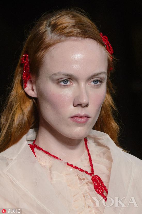 彩色珠子发夹,图片来自东方IC。