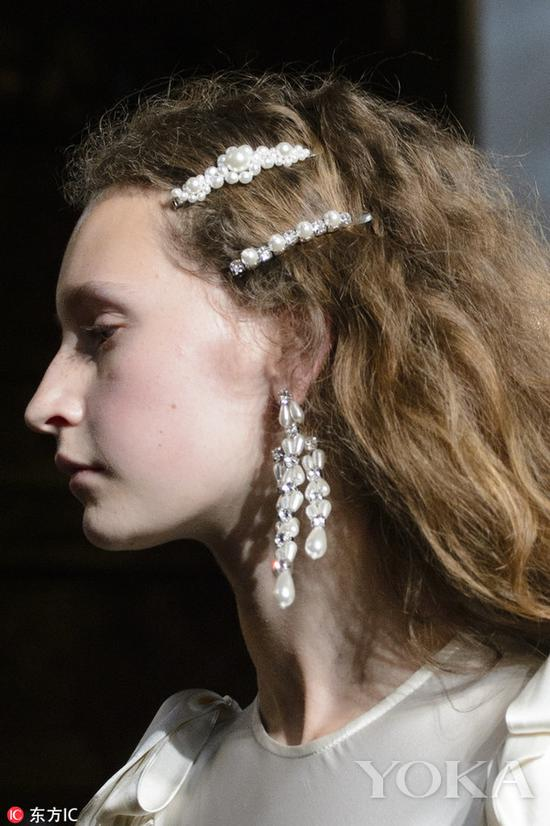 珍珠发夹,图片来自东方IC。
