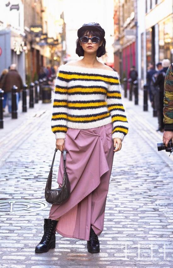 过了年就是春天 刘雯唐嫣的花毛衣了解下
