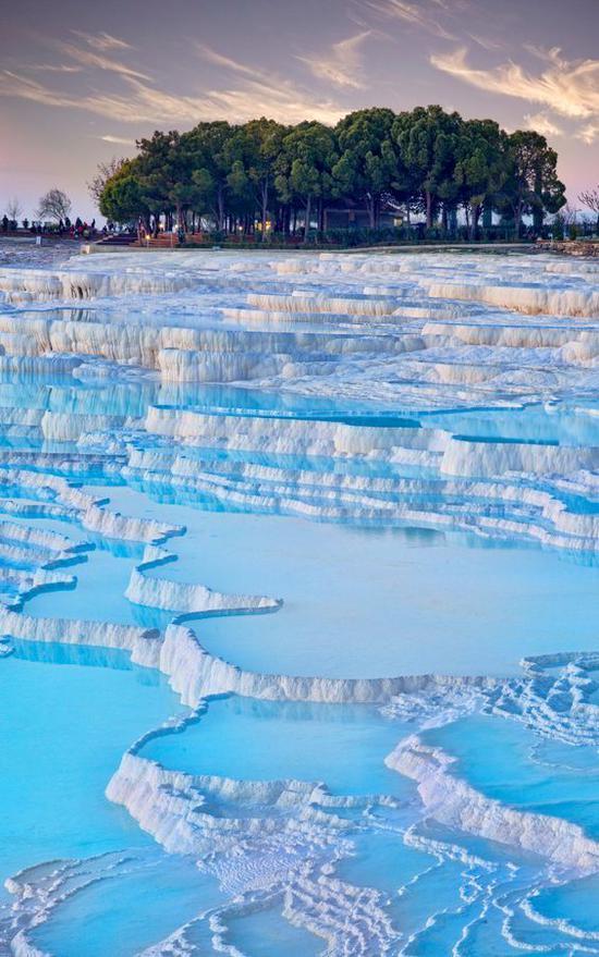 土耳其棉花堡 图片来源自matadornetwork.com
