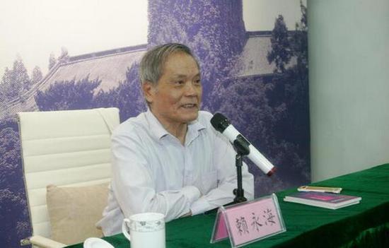 南京大学文科资深教授、南京大学中华研究院院长赖永海出席开班仪式