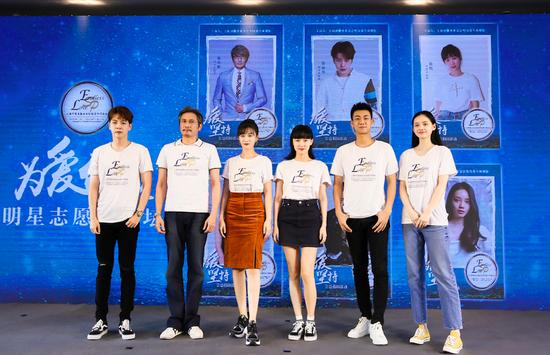 从左至右: 徐海乔、包小柏、徐悦、黄龄、高至霆、孙伊涵;