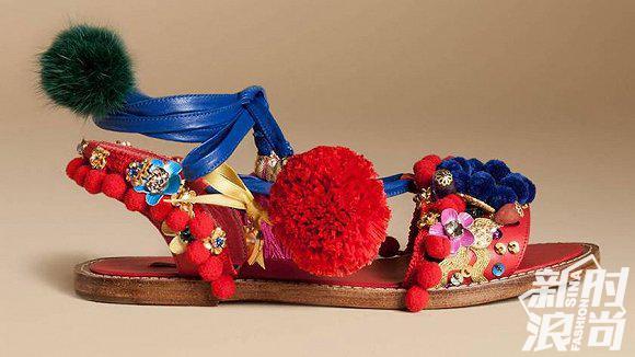 "DG品牌推出""奴隶凉鞋(Slave sandal)"""