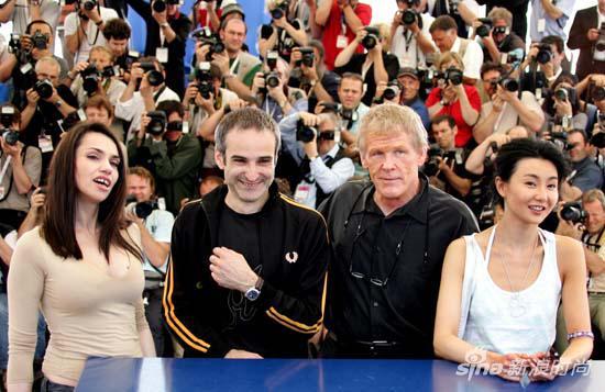 2004年,張曼玉和影片《潔淨》的主創人員在戛納