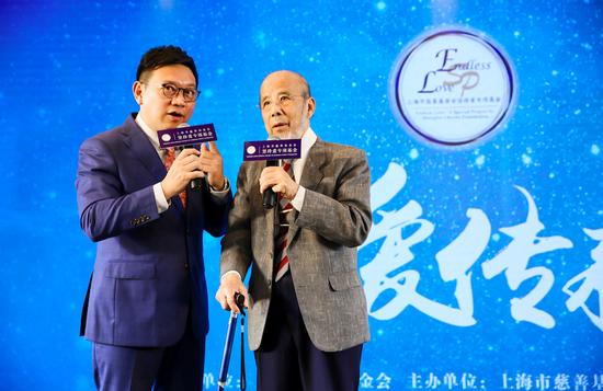 知名主持人骆新(左)与著名指挥家曹鹏先生(右)探讨公益初心;