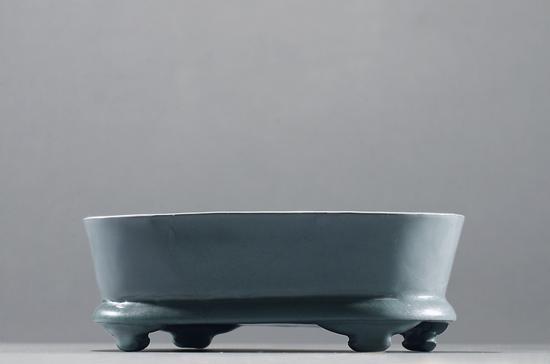 汝窑天青釉水仙盆   180万起拍,345万元成交。