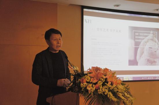 广州华艺大艺文化艺术发展有限公司董事总裁李峰先生为大家介绍大艺博的定位和使命