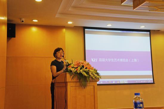 上海大艺博总经理蒋冰女士向大家介绍首届大艺博(上海)概况