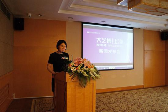 上海大艺博运营总监张晓毅宣布大艺博(上海)新闻发布会正式开始
