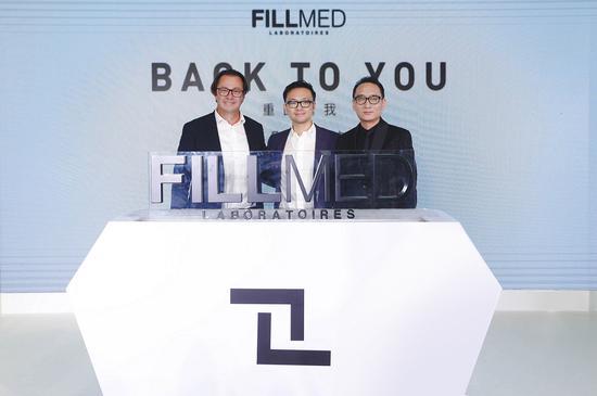 06. Christopher Foucher先生、Michael Liu先生和石冰教授共同触动品牌升级启动装置