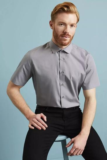 为什么穿短袖衬衫的男人显得很土?