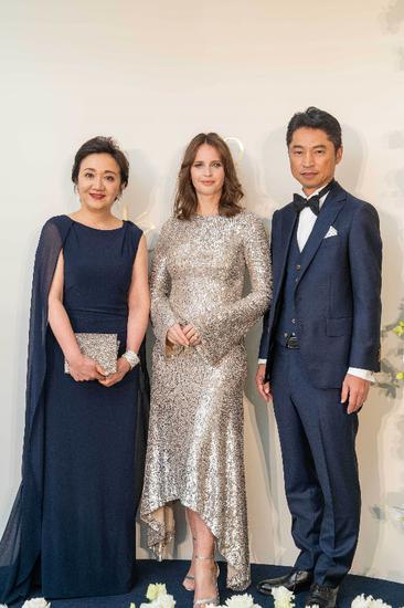 从左至右分别为:CPB肌肤之钥全球首席品牌官Yukari Suzuki女士、全球品牌代言人Felicity Jones女士以及CPB肌肤之钥全球实验室首席技术官Katsunori Yoshida先生