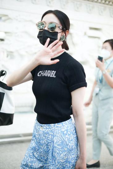 5月9日,张俪现身北京机场