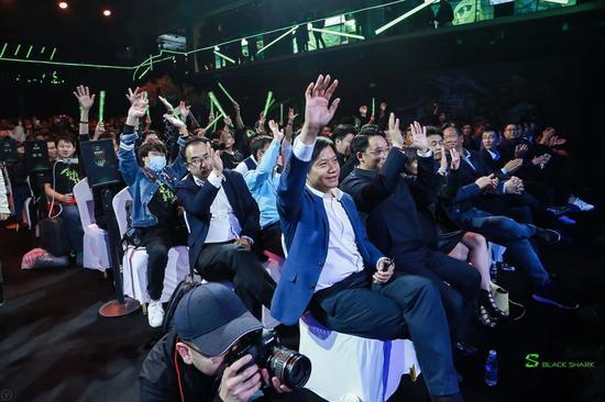 """生为竞技 """"性能怪兽""""黑鲨游戏手机正式发布赤足惊云"""