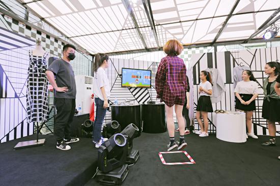 现场潮人体验体感游戏机