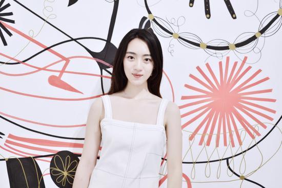 刘思辰出席时尚活动 鬼马少女俏皮又温柔