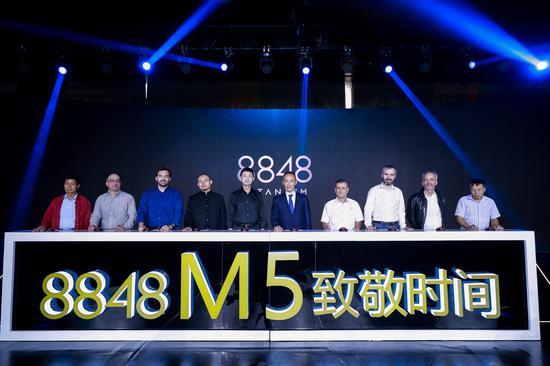 王石、龙永图现身 8848携手瑞士独立制表师发布新品