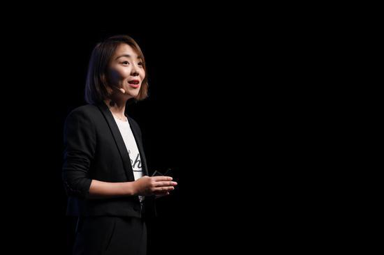 科颜氏中国品牌总经理李琳女士现场与媒体、嘉宾们分享科颜氏皮肤专家系列历史,探索科颜氏精研配方的品牌DNA