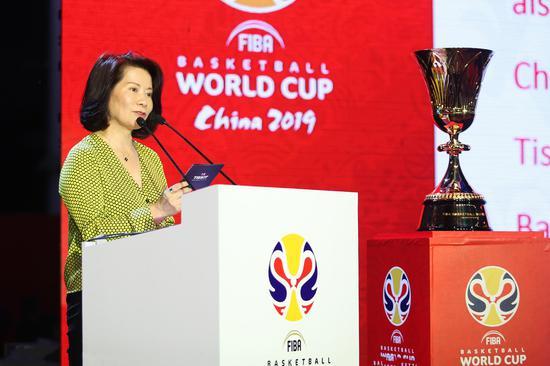 斯沃琪集团中国区总裁陈素贞女士发表致辞
