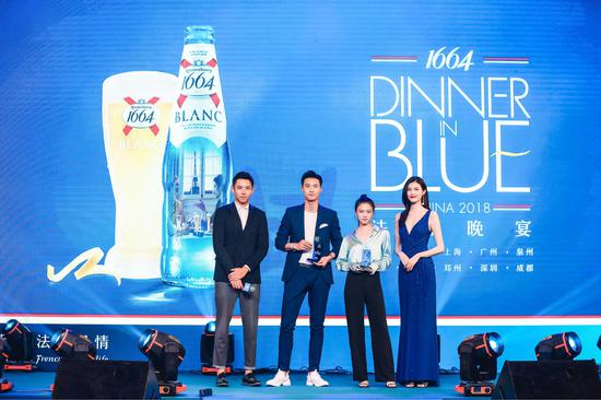 所有来宾也以蓝色礼服加身,演绎属于自己的法蓝风尚