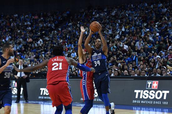 NBA中国赛上海站现场战况激烈