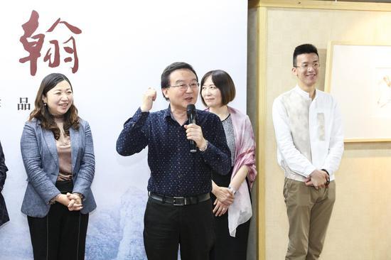 马仲器先生介绍了美润滋心慈善项目,并赞叹了觉醒大和尚以及玉佛禅寺多年以来在上海慈善事业中的领头作用。