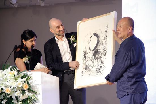 卡西莫夫与艺术家张进