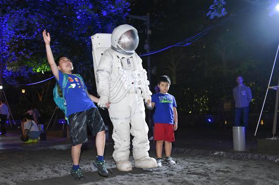 Discovery在艺术展现场为消费者精心打造多重太空体验