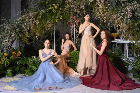 活动现场模特演绎瑞士美度表全新花淅系列长动能女士腕表