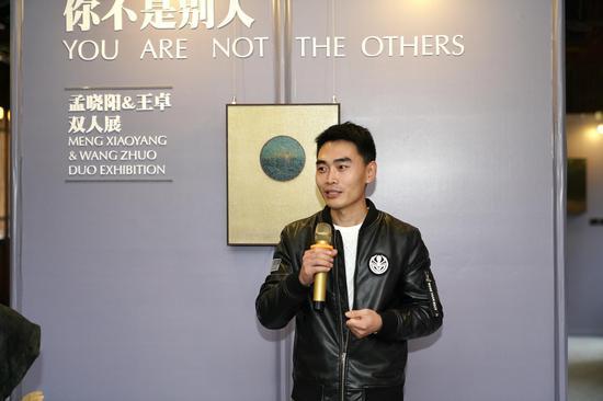 艺术家代表王卓