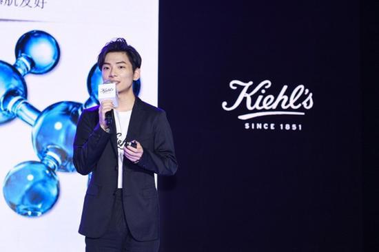 ▲Kiehl's科颜氏中国品牌产品经理钱思楠与现场来宾分享高保湿霜对于强韧皮肤屏障的作用