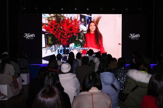 ▲自由式滑雪世界冠军、Kiehl's科颜氏品牌挚友谷爱凌通过VCR与现场来宾分享她的护肤秘诀