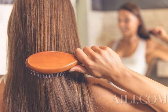 洗发前先将头发打湿