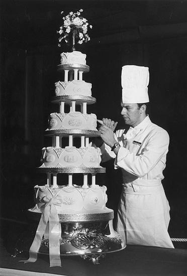 安妮与马克・菲利普斯上尉婚礼蛋糕