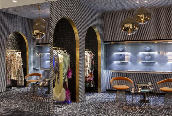LUISAVIAROMA汇聚众多奢侈品品牌和新锐设计,拥有独到时尚嗅觉