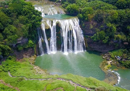黄果树瀑布。新华社发(卢维 摄)