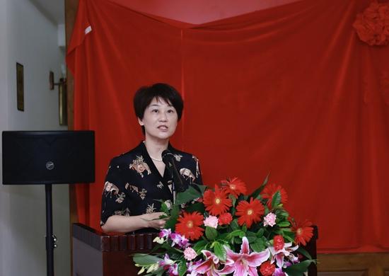 泉州市文学艺术界联合会主席夏丽清女士主持展览开幕仪式并致辞