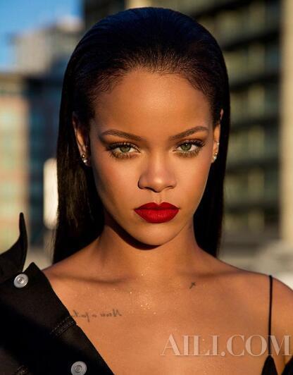 你的美妆博主Rihanna已上线速来Follow